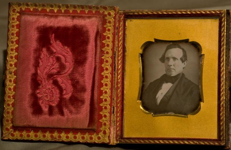 Quarter-plate Daguerreotype, Gentleman in book-form case