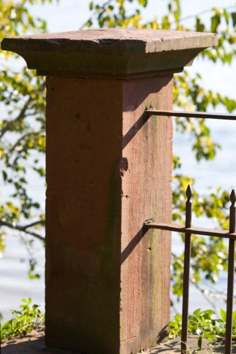 Viaduct railing end pillar