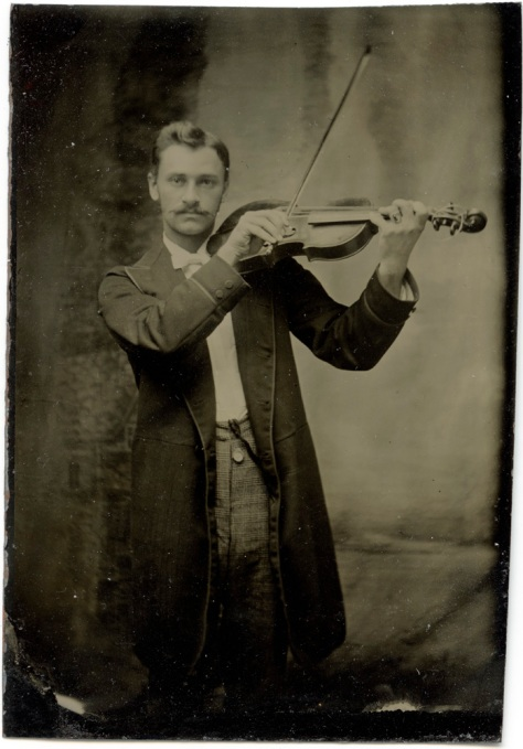 Tintype, Violinist, entire plate