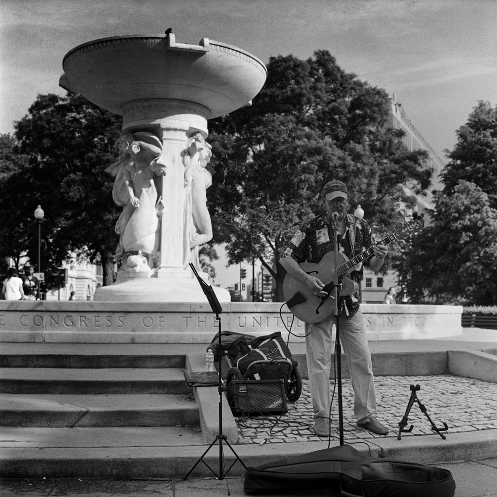 Guitarist, Dupont Fountain