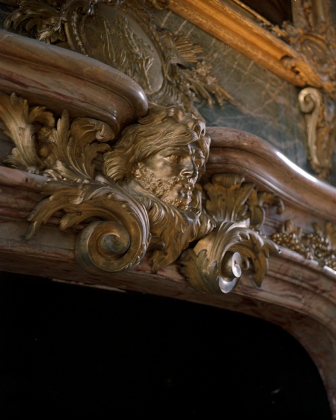Mantlepiece, Head