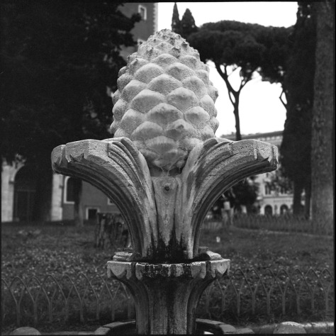 Pinecone Fountain, Piazza Venezia